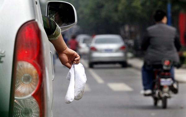Без комментариев. На дороге в городе Сиане. 9 сентября 2011 год. Фото: news.ifeng.com