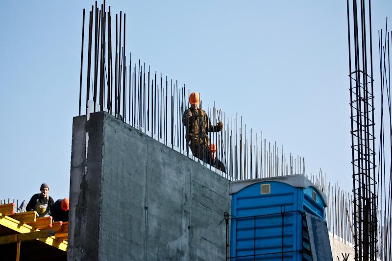 По адресу Гончара, 17-23 активно продолжается стройка элитного жилищного комплекса «Fresco Sofia», несмотря на решение Киевсовета об остановке строительства. Фото: Евгений Довбуш/The Epoch Times Украина