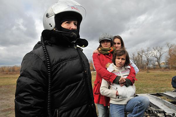 Наталья Есипчук перед полетом на паротрайке. Фото: Владимир Бородин/The Epoch TimesУкраина