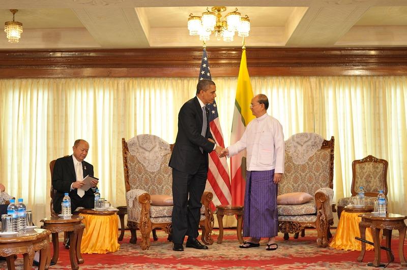Янгон, Мьянма, 19 ноября. Президент США Барак Обама впервые посетил Мьянму с официальным визитом во время 4-х дневной поездки по странам юго-восточной Азии. Фото: Kaung Htet/Getty Images