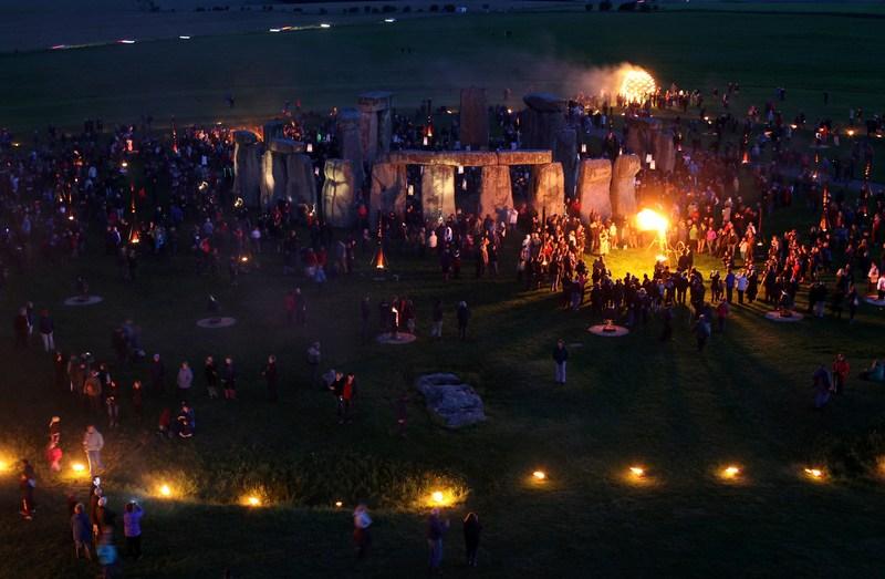 Эймсбери, Англия, 10 июля. Инсталляция «Сад огней» в Стоунхендже в рамках международного фестиваля искусств в Солсбери. Фото: Matt Cardy/Getty Images