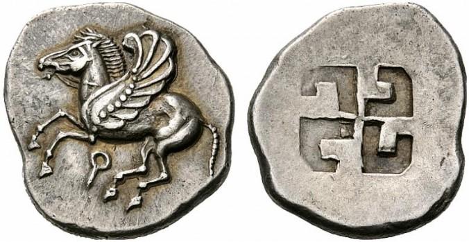 Свастика на грецькій срібній монеті з Коринфа, 6 сторіччя нашої ери. Фото: Wikimedia Commons