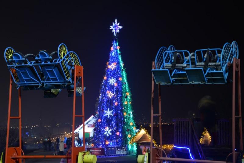 Городская новогодняя ёлка под Аркой Дружбы народов в Киеве. Фото: Фёдор Треногов