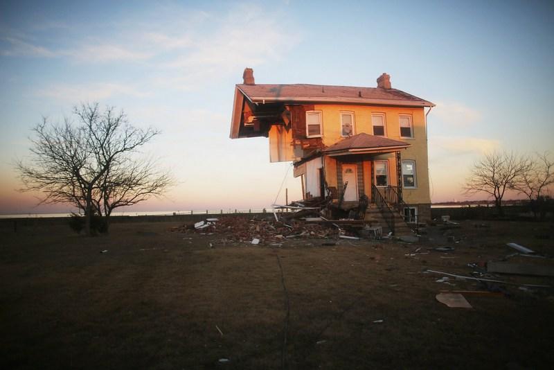 Юнион Бич, штат Нью-Джерси, США, 21 ноября. Ураган Сэнди снёс половину знаменитого «коттеджа Принцессы», построенного в 1855 году. Фото: Mario Tama/Getty Images