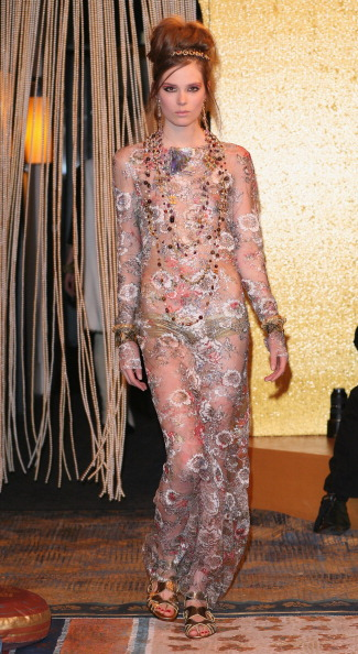 Презентация коллекции во время Шанель Metiers d'Art Fashion Show в Париже (2). Фото Julien M. Hekimian/Getty Images