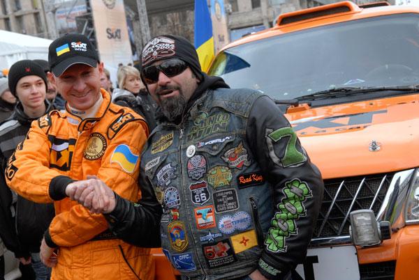 Украинскую команду проводили на авторалли Дакар 2010 в Киеве 14 ноября. Фото: Владимир Бородин/The Epoch Times