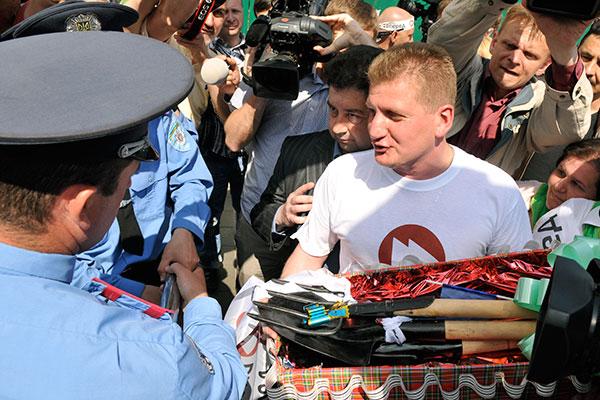 Акція протесту Вперед пройшла біля будівлі Верховної Ради 19 травня 2011 року. Фото: Володимир Бородін/The Epoch Times Україна