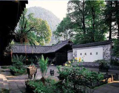Храм Хунчун. Горы Эмэй. Фото с zhengjian.org