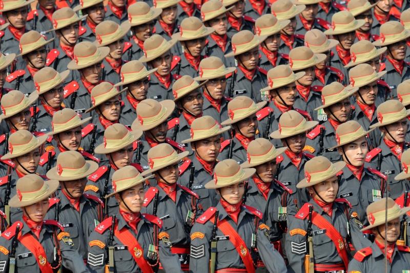 Солдаты военизированных подразделений. Фото: RAVEENDRAN/AFP/Getty Images