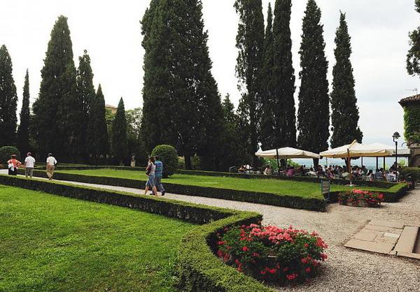 Зелений притулок: прекрасний сад в старому замку Conegliano в Тревізо. Фото з сайту theepochtimes.com
