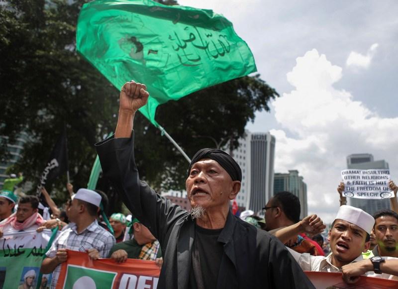 Куала-Лумпур, Малайзия, 21 сентября. Фильм «Невинность мусульман» вызвал волну протестов мусульман по всей стране. Фото: Rahman Roslan/Getty Images