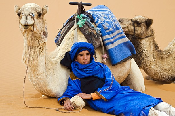 Хассан и его верблюды. Пустыня Сахара, неподалёку от г. Мерзуга, Марокко. Фото: Jack Wickes/travel.nationalgeographic.com