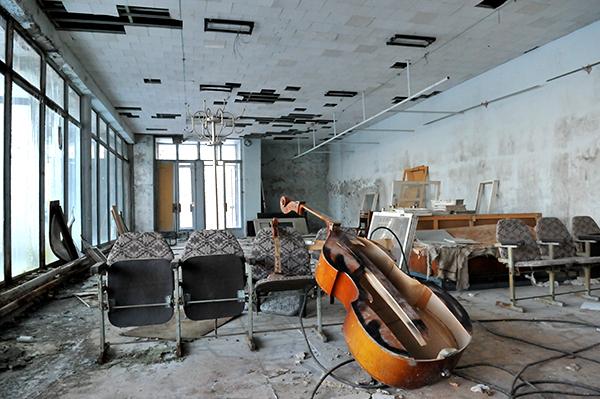 Многочисленные предметы разбросаны в одном из домов Припяти. Фото: Владимир Бородин/The Epoch Times