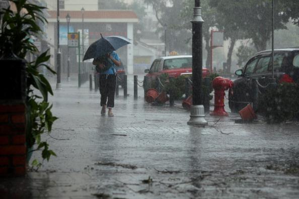 До Гонконгу насувається тайфун Нісат. 21 вересня 2011 р. Фото: Ed Jones/Getty Images