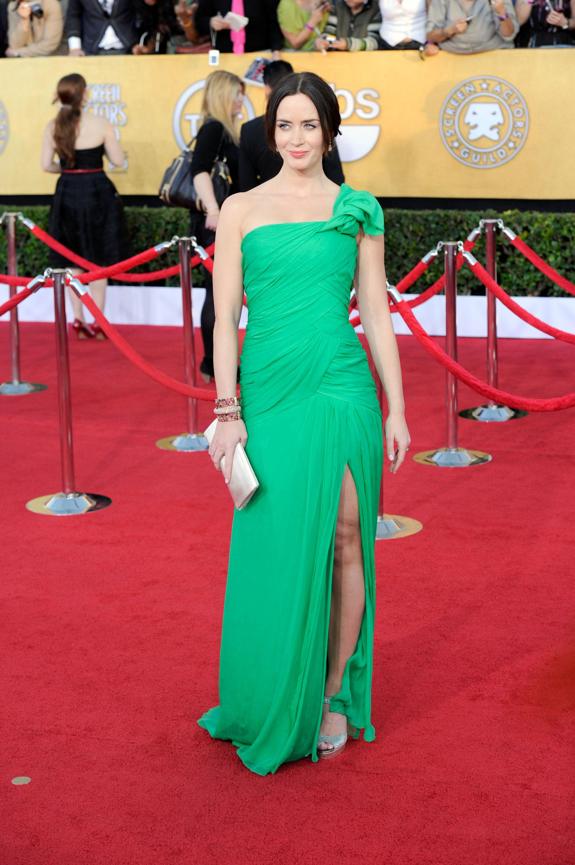 Эмили Блант в ярко-зелёном платье от Oscar de la Renta. Фото: Frazer Harrison/Getty Images
