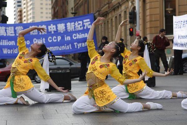 В конце мероприятий прошёл небольшой концерт. 27 июля. Сидней (Австралия). Фото: Ло Я/The Epoch Times