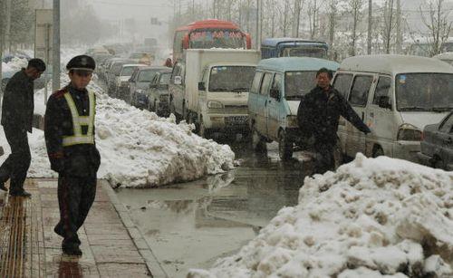 Возле заправочной станции г.Нанкин. 2 февраля. Фото: MARK RALSTON AFP Getty Images