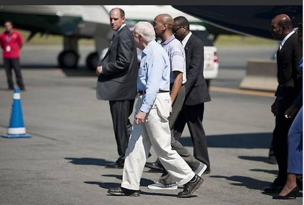 Айджалон Мали Гомес (Aijalon Mahli Gomes) прибыл в бостонский аэропорт Логан в пятницу, 27 августа, вечером с экс-президентом Джимми Картером. Фото: Riordan Galluccio/The Epoch Times