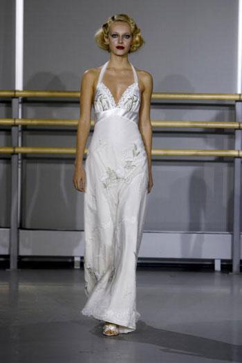 Коллекция свадебных нарядов от Claire Pettibone, представленная в Нью-Йорке. Фото: Mat Szwajkos/Getty Images for Claire Pettibone