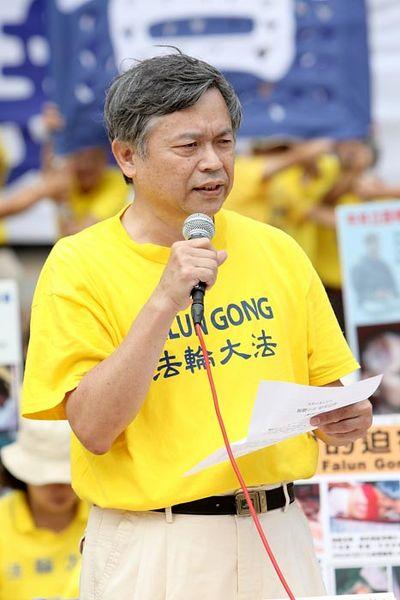 Глава Тайваньской Ассоциации Фалуньгун Чжан Чинси выступает с речью на пресс-конференции. Тайбэй. 3 ноября. Фото с minghui.org