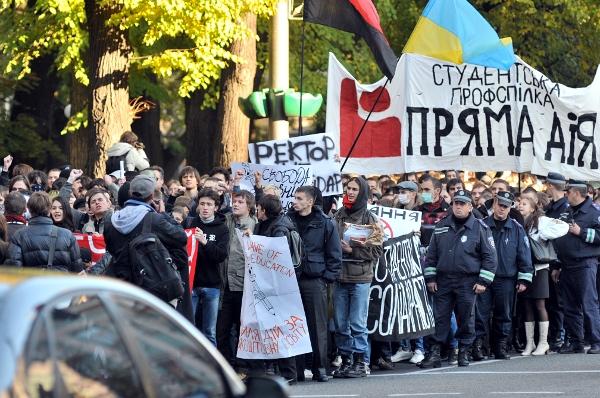 Студенты в Киеве провели акцию с требованием отменить постановление Правительства о введении в украинских ВУЗах дополнительных платных услуг. Фото: Владимир Бородин/The Epoch Times