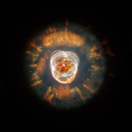 24 января 2000 г. Туманность Эскимос NGC 2392. В центре находится гибнущая звезда, излучаемое ей вещество рассеивается вокруг. Фото: NASA, Andrew Fruchter and the ERO Team [Sylvia Baggett (STScI), Richard Hook (ST-ECF), Zoltan Levay (STScI)]