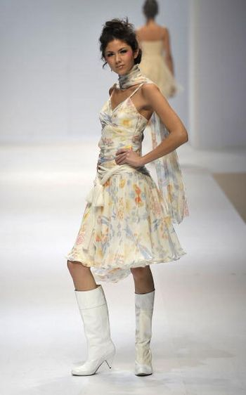 Коллекция женской одежды представленная на показе мод в Гонконге. Фото: Andrew Ross/Getty Images