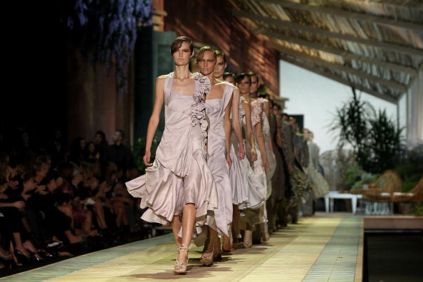 Коллекция от Roberto Cavalli сезона весна-лето 2010/Vittorio Zunino Celotto/Getty Images