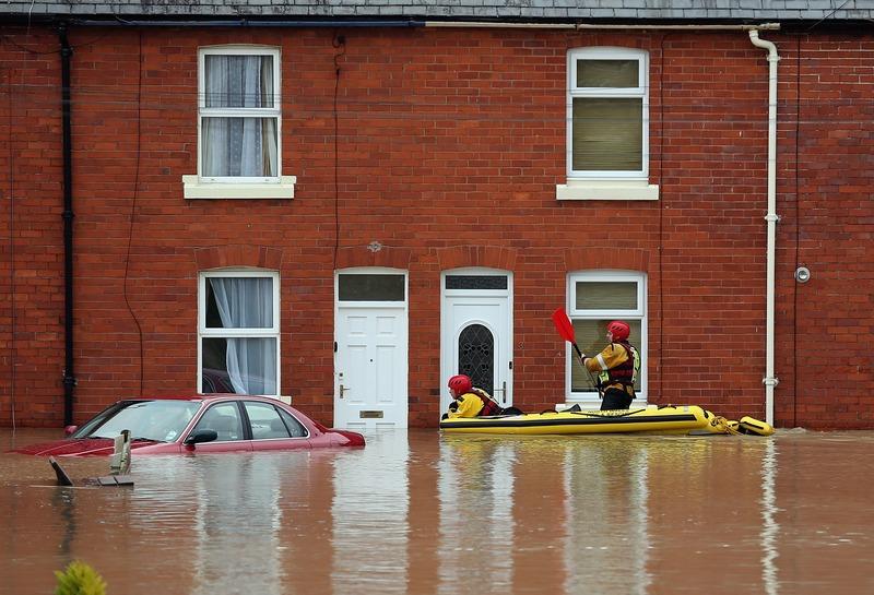 Сент-Асаф, Англия, 27 ноября. Сильные дожди затопили север страны. Фото: Christopher Furlong/Getty Images