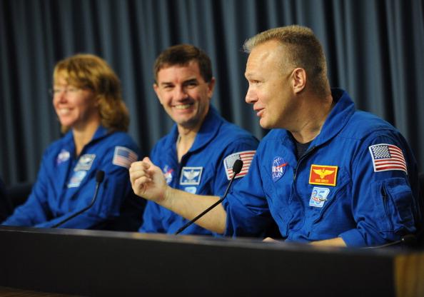 Выступление пилота Дугласа Херли на пресс-конференции экипажа шаттла «Атлантис» в Космическом центре им. Кеннеди. Фото: STAN HONDA/AFP/Getty Images