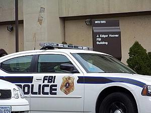 Перед зданием ФБР им. Дж. Эдгара Гувера Фото: Энни Пилзберри/The Epoch Times