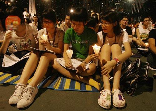 Участники митинга в Гонконге. Фото: MIKE CLARKE/AFP/Getty Images