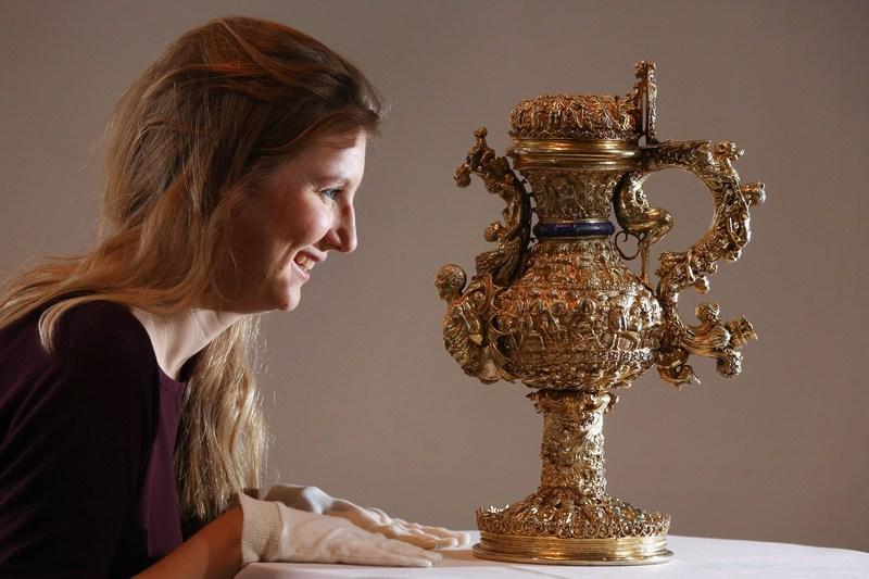 Лондон, Англія, 31 січня. Експозиція Ешмолівського музею мистецтва та археології поповнилася майже 500-ми срібними виробами періодів Відродження та Бароко, заповіданих колекціонером Майклом Уелбі. Фото: Oli Scarff/Getty Images