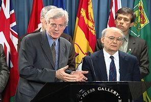 Колишній Держсекретар Канади по Азіатсько-тихоокеанському регіону Девід Кілгур (ліворуч) та адвокат із прав людини Девід Мейтас. Фото: Корбан Ху/NTDTV