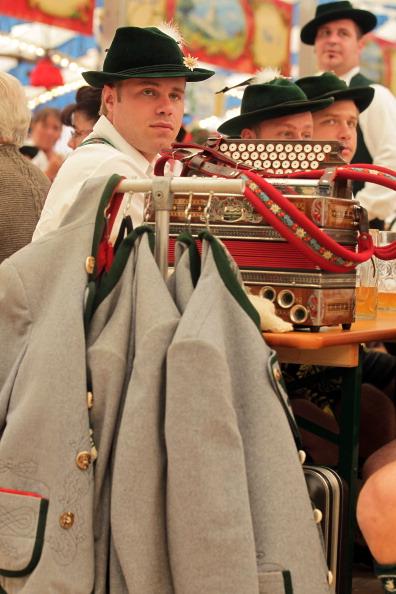 Конкурс баварського народного танцю «Шуплаттлер» у фольклорному осередку м. Вайльхайм, Німеччина. Фото: Johannes Simon/Getty Images