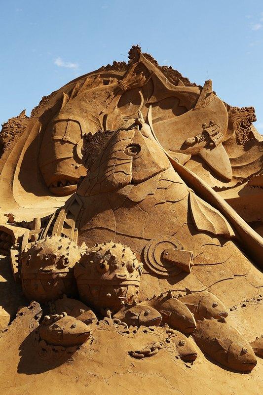 Піщана скульптура «Поєдинок риб». Автор Якуб Зімакек (Jakub Zimacek). Франкстон, Австралія. Фото: Graham Denholm/Getty Images