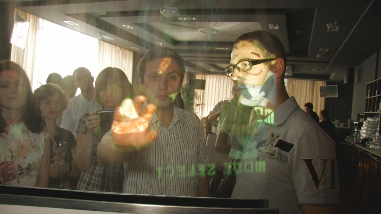 Російські розробники привезли в Україну дисплей з води. Фото: NTD
