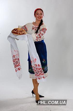 Девушка с караваем. Фото: phl.com.ua