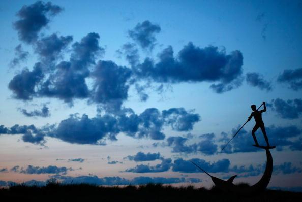 Произведение искусства скульптора Джея Ладжеманна - меч Harpooner. Фото: Win McNamee/Getty Images