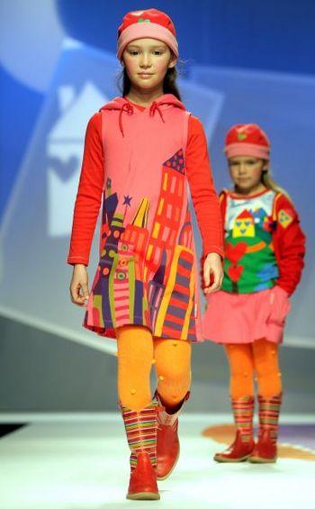 Неделя моды во Флоренции. Коллекция детской одежды зима/осень 2008 фирм Miss Blumarine и Pitti Immagine Bimboк Фото: AFP PHOTO DDP/ TORSTEN SILZ GERMANY OUT