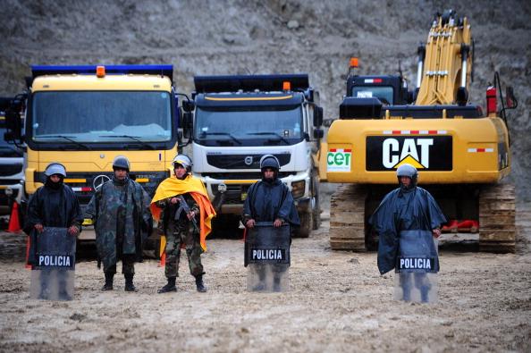 Місцеві жителі стверджують, що будівництво копальні зруйнує місцеві джерела питної води (озера) і завдасть непоправної шкоди екології регіону. Фото: ERNESTO BENAVIDES/AFP/Getty Image
