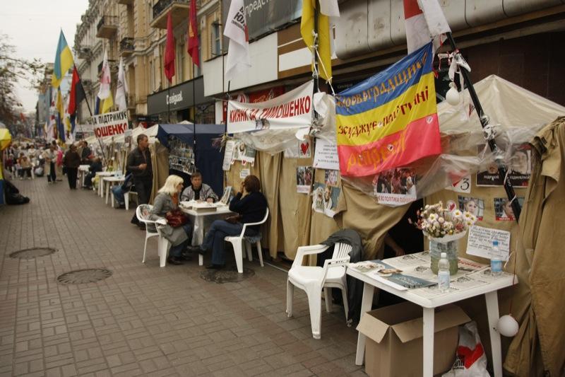 В наметовому містечку на Крещатику очікують на вирок Тимошенко. Фото: Євген Довбуш/The Epoch Times Україна