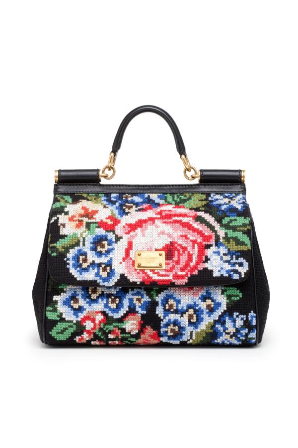 Яскраві аксесуари від Dolce & Gabbana. Фото: neeu.com