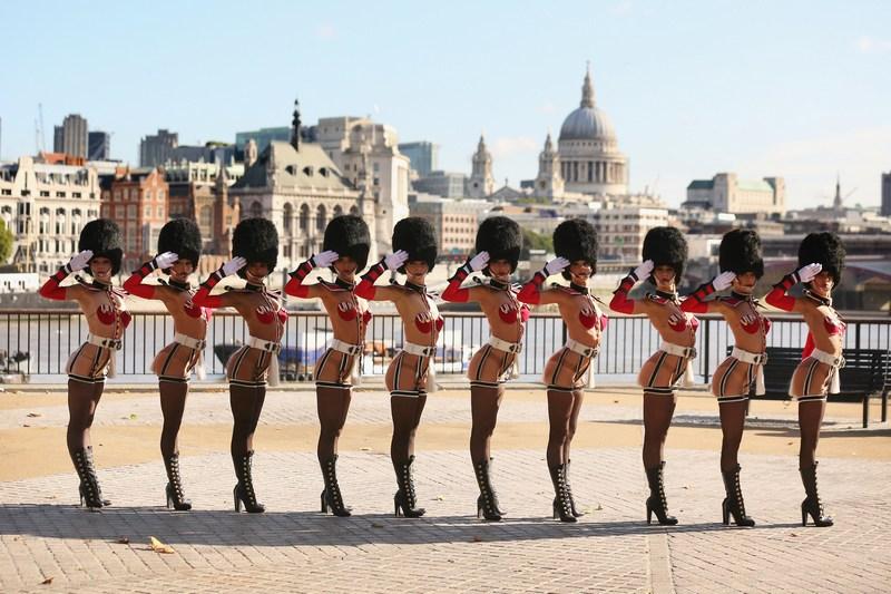 Лондон, Англия, 18 сентября. Фотосессия танцовщиц труппы «Сумасшедшие лошади». Фото: Oli Scarff/Getty Images