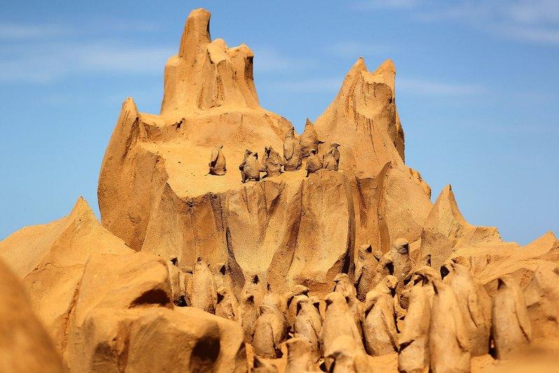 Піщана скульптура «Айсберги». Автор Мікела Чіаппіні (Michela Ciappini). Франкстон, Австралія. Фото: Graham Denholm/Getty Images