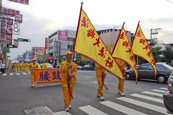 Колонна китайских барабанщиков. Тайвань. 21 ноября 2009 год. Фото: The Epoch Times
