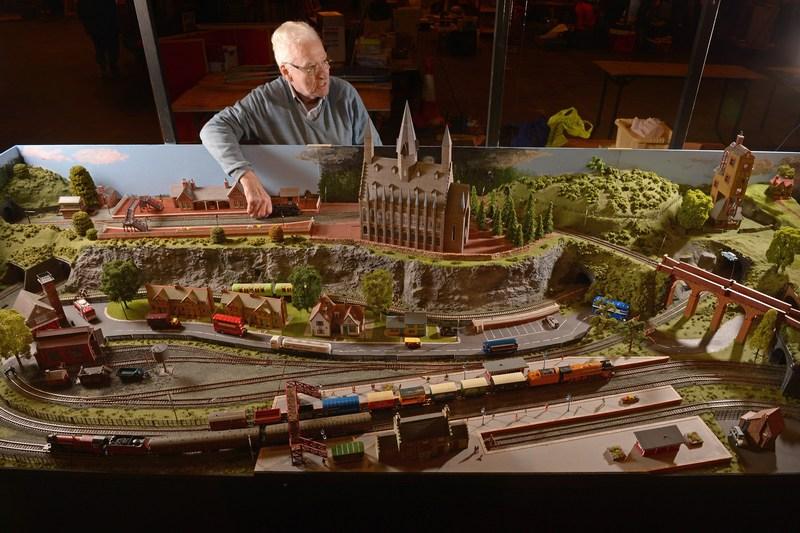 Глазго, Шотландія, 21 лютого. У шотландському виставковому центрі любителі залізничного руху представили понад 50 макетів поїздів, шляхів та станцій. Фото: Jeff J Mitchell/Getty Images