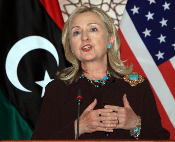 Державний секретар США Хілларі Клінтон виступає на спільній прес-конференції з лівійським прем'єр-міністром НПР Махмудом Джібрілем у Тріполі 18 жовтня 2011 р. Фото: Mahmud Turkia/Getty Images