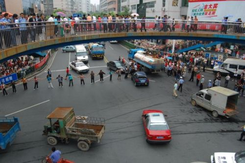 Крупная акция протеста вспыхнула в городе Цзишоу провинции Хунань. 4 сентября. Фото с epochtimes.com