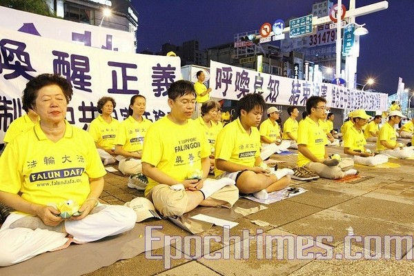 Акція пам'яті щодо загиблих послідовників Фалуньгун від репресій комуністичного режиму в КНР. Фото: The Epoch Times